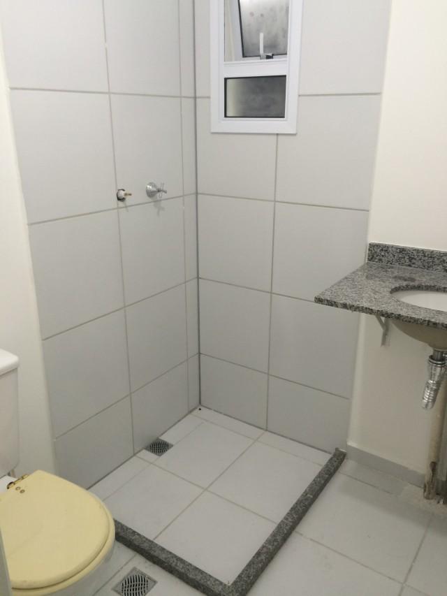 Banheiro antes da reforma by Cantinho da Tarsi